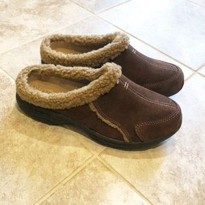 🆕 Easy Spirit fleece lined leather mules clogs
